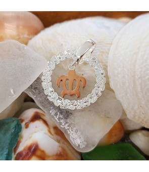 Necklace Pendant [ Honu in Wreath ] Pink Gold