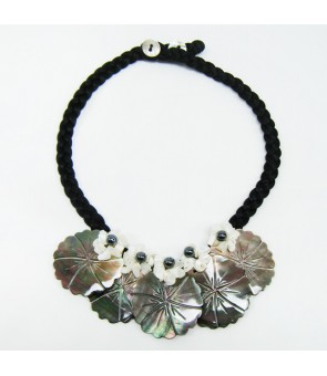 Tahitian Shell Necklace [ 5 Hibiscus ] Black