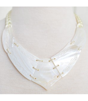 Tahitian Shell Necklace [ Ava Tattoo ] White