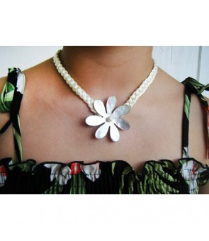 Tahitian Shell Necklace [ Single Tiare ] White 2-Inch